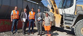 Umweltminister Huber informiert sich über den Einsatz von Recyclingbaustoffen beim Autobahnausbau A99 bei München